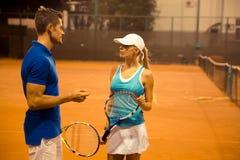 Tennis couple speaking outdoors Royalty Free Stock Photos