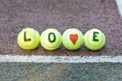 Tennis d'amour - mot et forme de coeur Photographie stock libre de droits