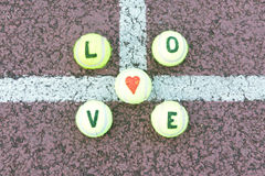 Tennis d'amour - mot et forme de coeur Image stock