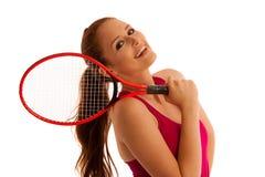 Tennis - donna adatta con la racchetta isolata sopra fondo bianco Fotografia Stock Libera da Diritti