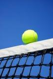 Tennis klumpa ihop sig Arkivfoto