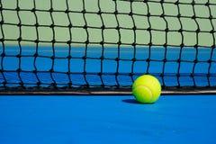 Tennis klumpa ihop sig Royaltyfri Bild