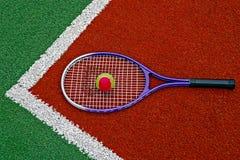 Tennis klumpa ihop sig & Racket-2 Royaltyfri Bild