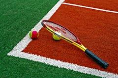Tennis klumpa ihop sig & Racket-6 Arkivfoto