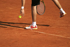 Tennis player preparing for service. On clay courts Royalty Free Stock Photos