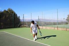 Tennis player preparing to play Royalty Free Stock Photo