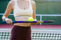 Tennis player. Woman prepearing to play tennis on the court Royalty Free Stock Photography