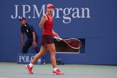 Tennis professionista Angelique Kerber della Germania nell'azione durante la terza partita del giro di US Open 2015 Immagine Stock Libera da Diritti