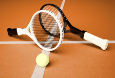 Tennis; racchette; sfera; corte; gioco; terra Fotografie Stock