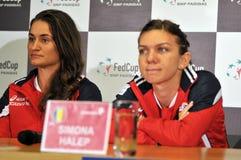 Tennis rumeno Simona Halep e Monica Niculescu durante Immagini Stock