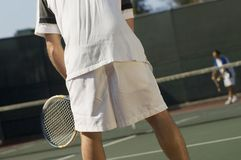 Tennis-Spieler auf Gericht Lizenzfreie Stockfotografie