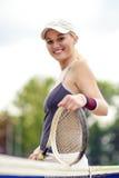Tennis-und Gesundheits-Leben-Konzept: Porträt des Positivs lächelnd Pro Lizenzfreies Stockfoto