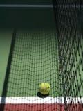 Tennis und Netz Lizenzfreie Stockfotos