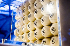 Tennis van CHANEL in Cultuur Chanel Exhibition 2013 wordt getoond die Stock Afbeelding
