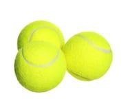 Tennisbälle lokalisiert auf Weiß Lizenzfreie Stockfotos