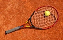 Tennisbal en racket Stock Foto's