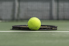 Tennisbal en racket Stock Afbeelding