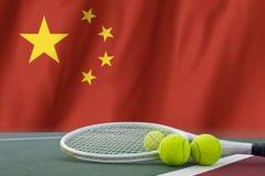 Tennisball im Netz auf Flagge China Lizenzfreies Stockfoto