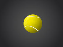Tennisball lokalisiert auf dunklem Hintergrund Lizenzfreie Stockfotos