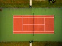 Tennisbana som ses från luften Arkivfoton