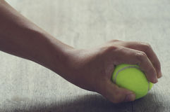 Tennisboll i hand Royaltyfria Foton