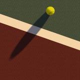 Tennisboll på domstolen Arkivfoto