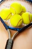 Tenniskonzept mit Kugeln Stockfoto