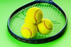 Tenniskonzept mit Kugeln Lizenzfreies Stockbild