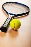Tenniskonzept mit Kugeln Lizenzfreies Stockfoto