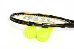 Tenniskugeln und -schläger lizenzfreies stockbild