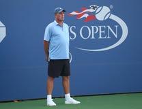 Tennislagledaren och mästaren Ivan Lendl för storslagen Slam övervakar mästaren Andy Murray för den storslagna slamen under övnin Royaltyfri Foto