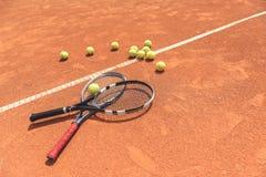 Tennismateriaal op sportarena royalty-vrije stock foto's