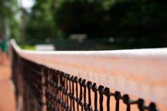 Tennisnetz auf einem Tennisplatz stockbild