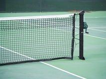 Tennisnetz und -pfosten Lizenzfreie Stockbilder