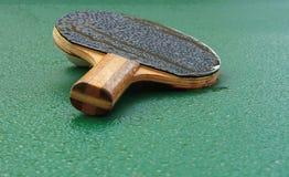 Tennispaddel und -Klingeln des Klingelns Pong Stockfotos