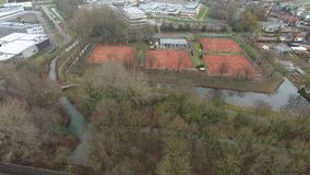 Tennisplatzvogelperspektive, Zwijndrecht, die Niederlande stock video