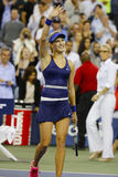 Tennisprofi Eugenie Bouchard feiert Sieg nach an dritter Stelle Rundenmarsch an US Open 2014 Lizenzfreie Stockfotos