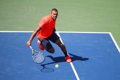 Tennisprofi Jo-Wilfried Tsonga von Frankreich in der Aktion während seines runden Matches vier an US Open 2015 lizenzfreies stockbild