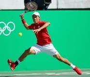 Tennisprofi Kei Nishikori von Japan in der Aktion während seines Männer ` s sondert Halbfinalspiel des Rios 2016 Olympische Spiel Lizenzfreies Stockfoto