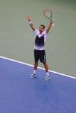 Tennisprofi Marin Cilic von Kroatien feiert Sieg nach US Open-Halbfinalspiel 2014 gegen Roger Federer Lizenzfreies Stockfoto