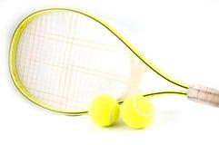 Tennisracket com esferas foto de stock royalty free