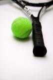 Tennisracket och boll Royaltyfri Bild