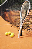 Tennisschläger und -kugeln Stockbilder