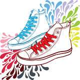Tennisschoenen met rood kant en blauw Stock Foto's
