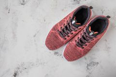 Tennisschoenen voor vrouw Schoeisel voor fitness en sport stock foto's
