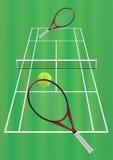 Tennisspel op het grashof Stock Foto's