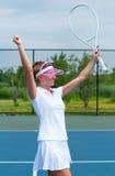 Tennisspelare som firar, når att ha segrat en tennismatch Barn wo Arkivbilder