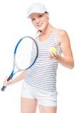 Tennisspeler die een bal en een tennisracket in de handen houden Stock Fotografie