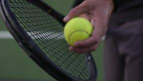 Tennisspieler servierfertig stock video