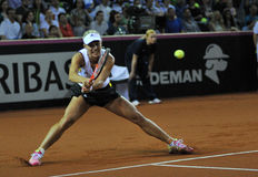 Tennisvrouw in actie Stock Foto